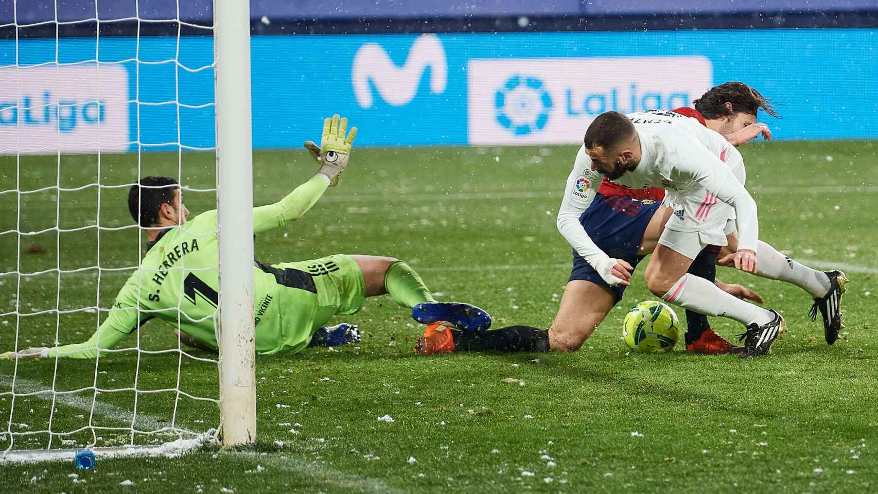 Karim Benzema, en el área de Osasuna