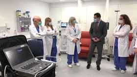 El presidente de la Junta de Andalucía, Juanma Moreno, en el Hospital Regional de Málaga.