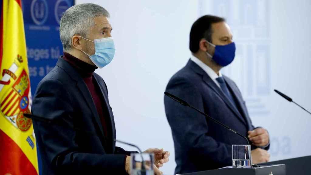 Fernando Grande-Marlaska y José Luis Ábalos, en rueda de prensa en Moncloa.