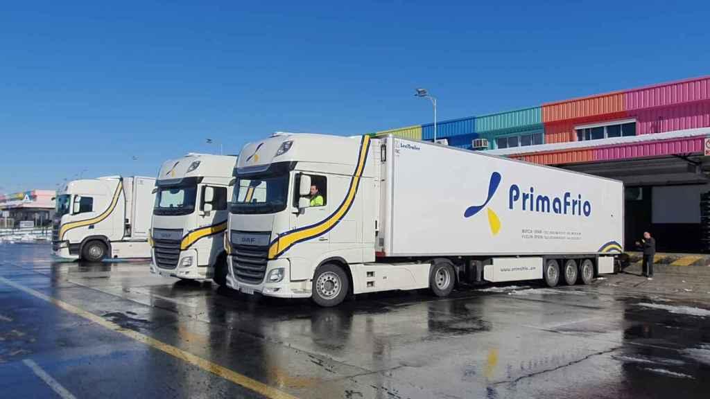 Camiones llegan a Mercamadrid.