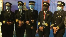 Imagen de las capitanas tras realizar el vuelo más largo sin escala en su país.