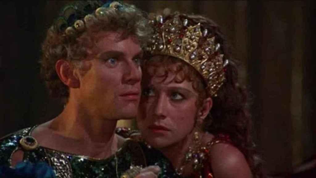 Malcolm McDowell y Helen Mirren en la película 'Calígula', en la que se retrata al emperador como un adicto al sexo.