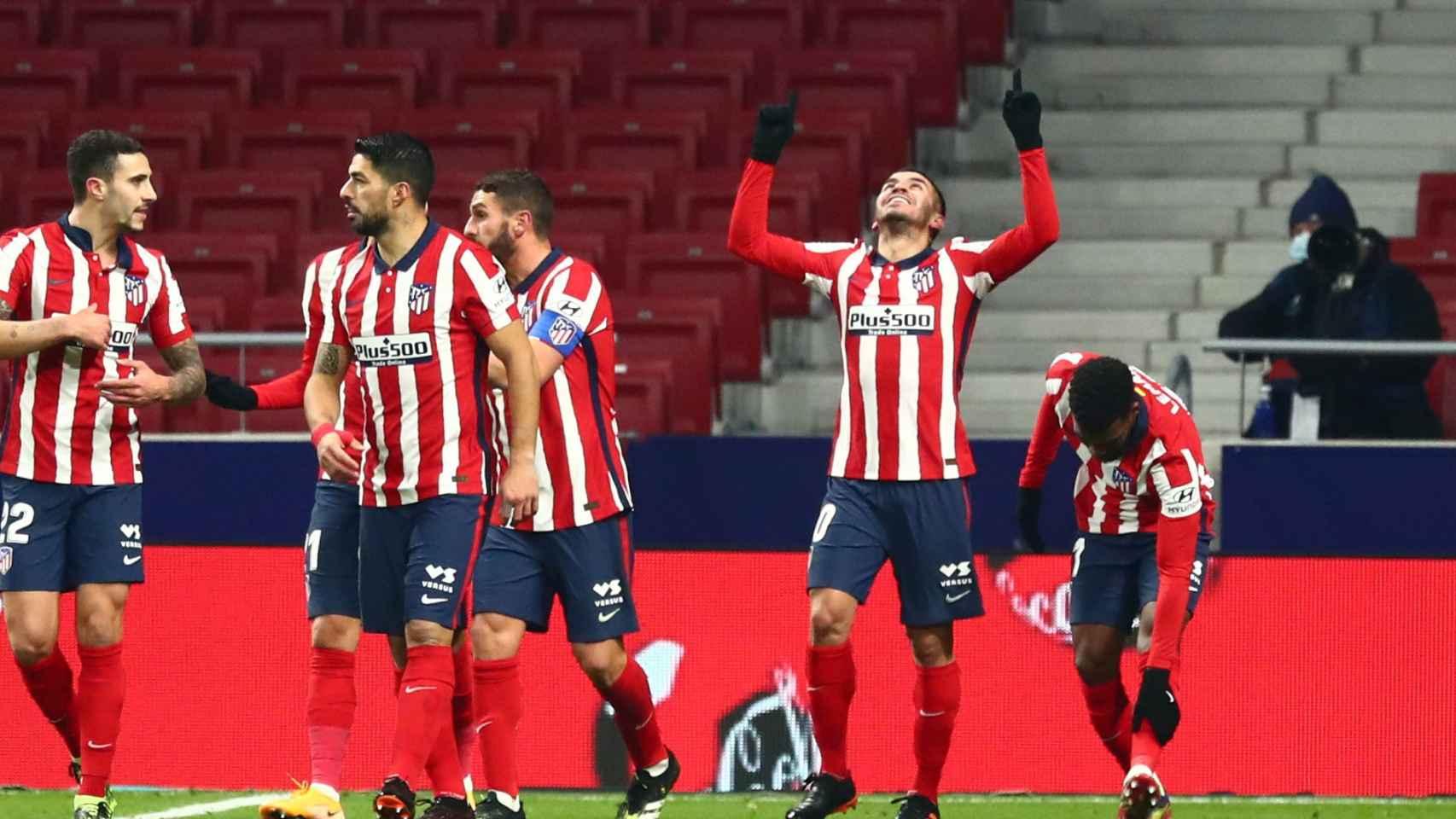 Ángel Correa celebra su gol con el Atlético de Madrid ante el Sevilla