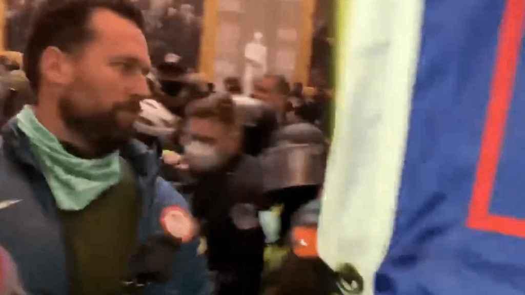 Captura de pantalla de un vídeo en el que se ve a Klete Keller en el asalto al Capitolio
