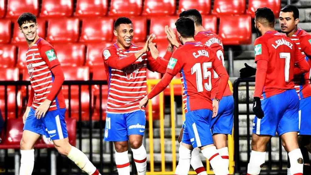 Los jugadores del Granada celebran un gol ante Osasuna, en la jornada 4 de La Liga