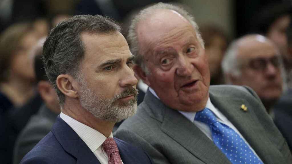 Felipe VI y Juan Carlos I, en una imagen de archivo.