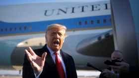 Donald Trump se dirige a los medios antes de viajar a la frontera con México.