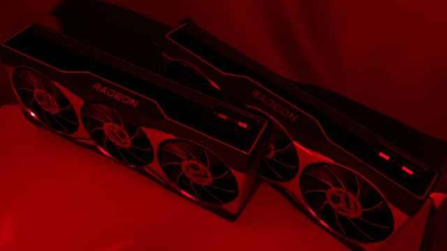 Nuevas Radeon RX 6800 (detrás) y RX 6800 XT (delante)