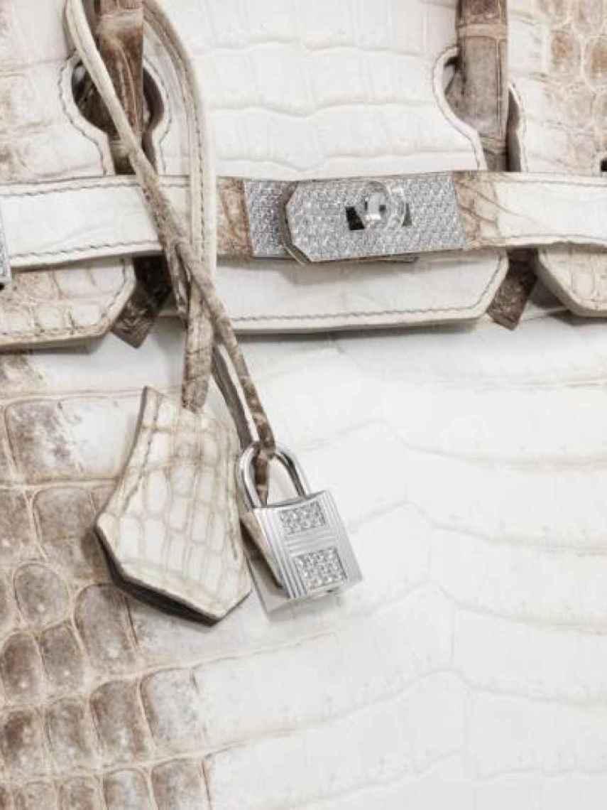 Detalle de los diamantes en el cierre del Birkin.