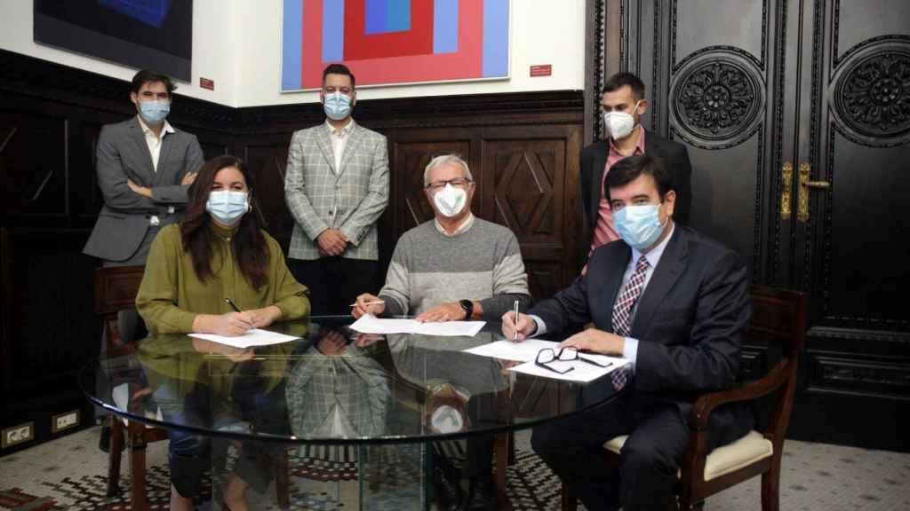 Foto del acuerdo presupuestario de la izquierda con Ciudadanos. EE
