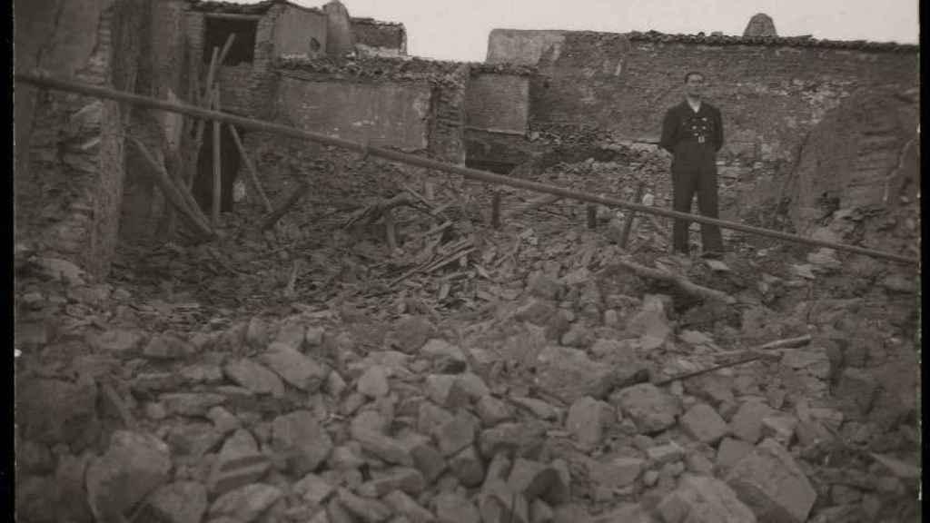 Desperfectos causados en Castuera (Badajoz), por un bombardeo de la aviación franquista.