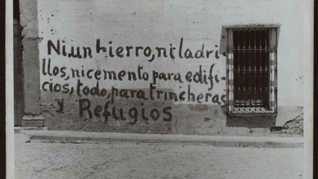 Letrero en Don Benito pintado por fuerzas leales a la República.