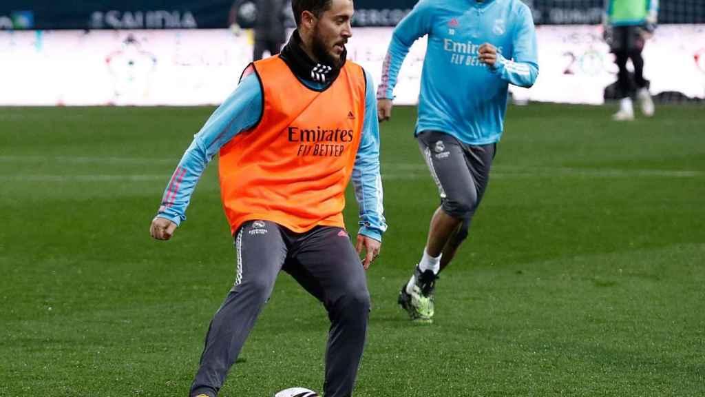 Hazard durante el entrenamiento del Real Madrid