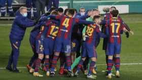 Los jugadores del Barcelona celebran el pase a la final de la Supercopa de España
