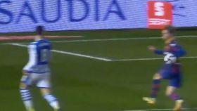 Penalti por mano de De Jong a centro de Oyarzabal