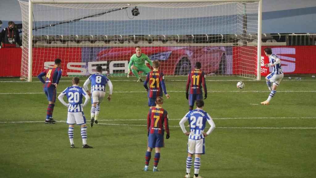 Lanzamiento de penalti de Mikel Oyarzabal, en la semifinal de la Supercopa de España entre Real Sociedad y Barcelona