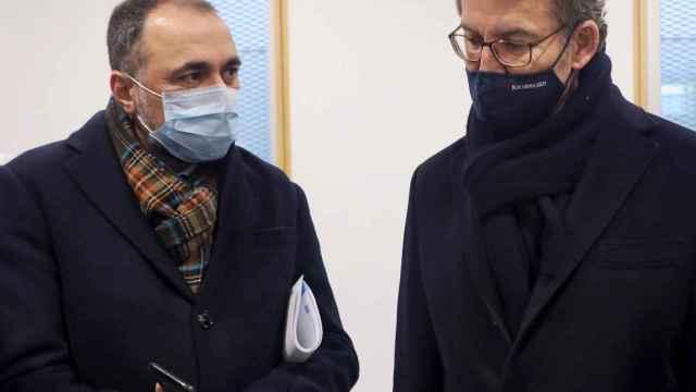 El consejero de Sanidad de la Xunta de Galicia, Julio García Comesaña, junto al presidente, Alberto Núñez Feijóo.