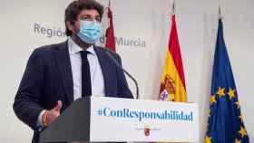 El presidente de la Comunidad de Murcia, Fernando López Miras, anuncia las nuevas restricciones.