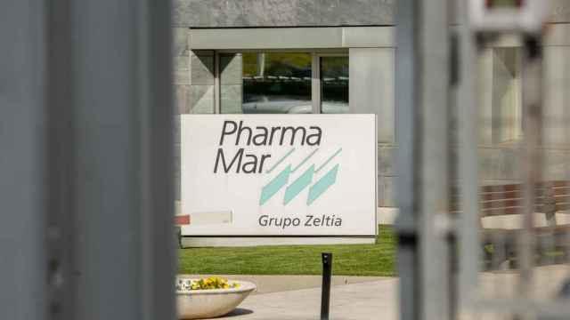 Placa a la entrada de unas instalaciones de PharmaMar.