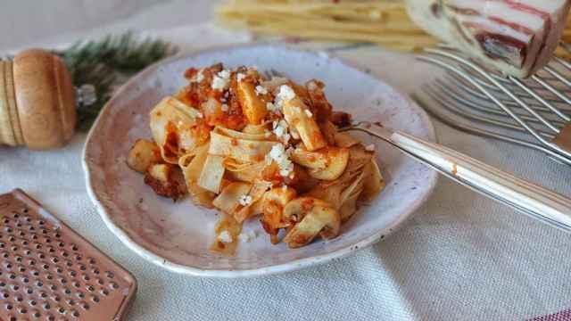 Pasta con champiñones y panceta, a la  boscaiola, una receta italiana