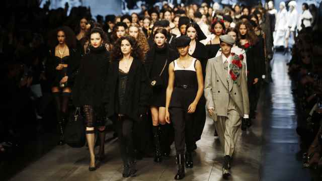 Carrusel de modelos en el último desfile de Dolce & Gabbana en Milan Fashion Week en febrero de 2020.