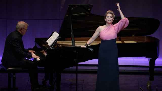 La mezzosoprano Joyce DiDonato, acompañada al piano por Craig Terry.