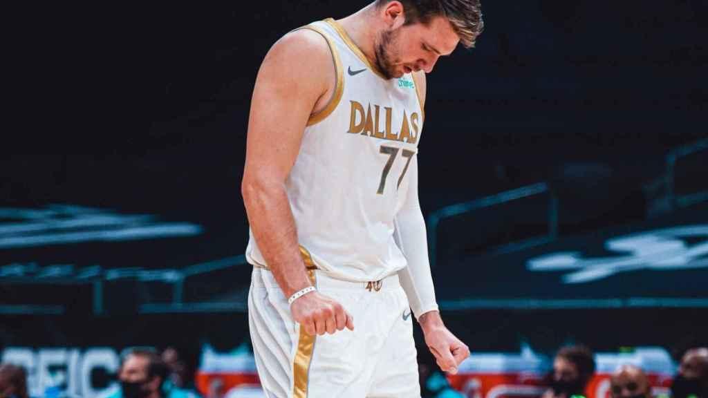 Luka Doncic, durante un partido con los Dallas Mavericks. Foto: Twitter (@DallasMavs)