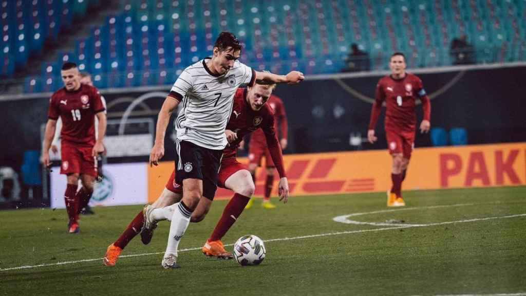 Neuhaus jugando con la selección alemana