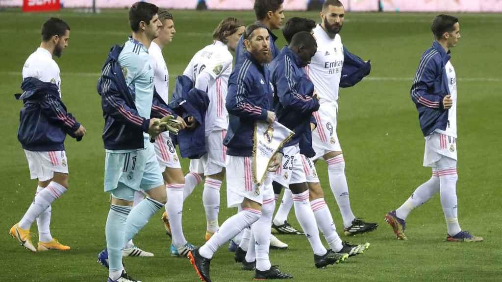 Los jugadores del Real Madrid, durante el calentamiento antes de la semifinal de la Supercopa de España