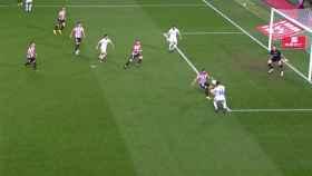 Posición legal de Benzema en el gol al Athletic Club