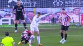 Marco Asensio pidió penalti por mano de un jugador del Athletic en el minuto 96