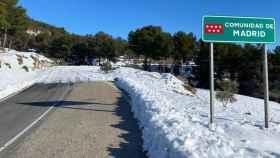 CM-322, en Villarrubia de Santiago, dividí Madrid de Castilla-La Mancha por la nieve. Aquí despejada, allí no