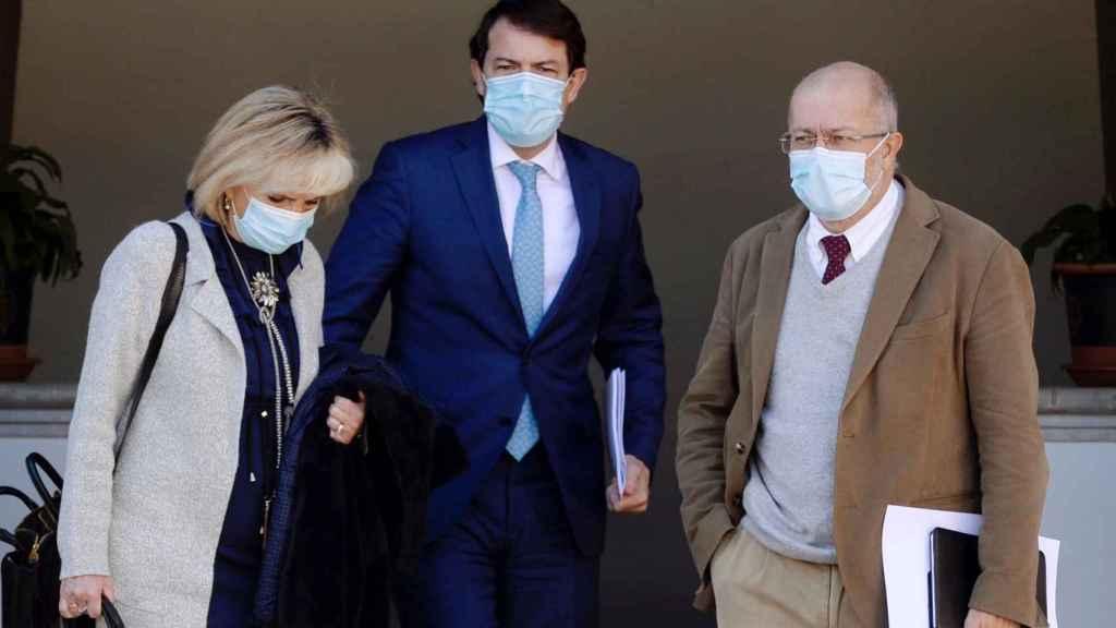 Alfonso Fernández Mañueco junto a Francisco Igea y la consejera de Sanidad, Verónica Casado.