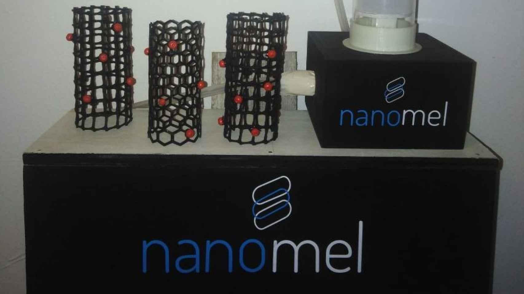 Maqueta biofiltro y ejemplo nanotubo melanina.