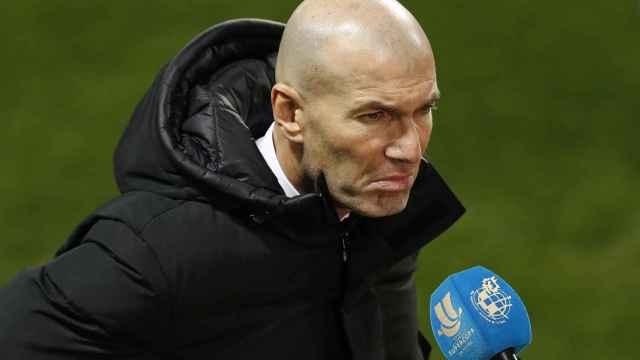Zinedine Zidane, atendiendo a la prensa tras el partido de la Supercopa de España frente al Athletic