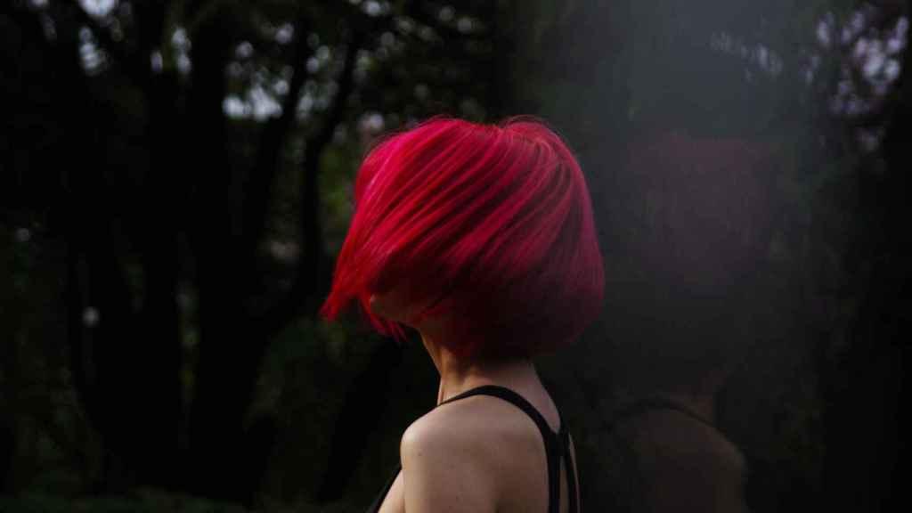 El rojo se posiciona como una de las tonalidades más intensas y llamativas, según los expertos.