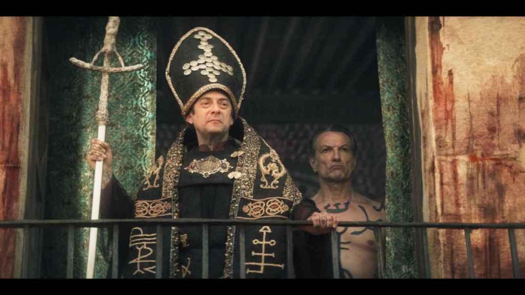 Fotograma del último episodio de '30 Monedas'.