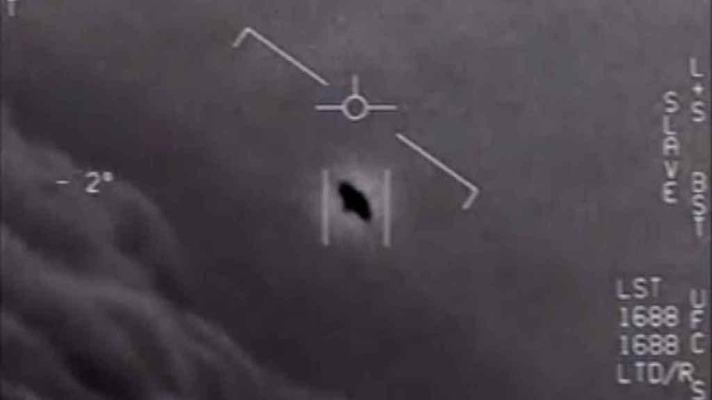 La imagen de un ovni divulgada por el Pentágono.