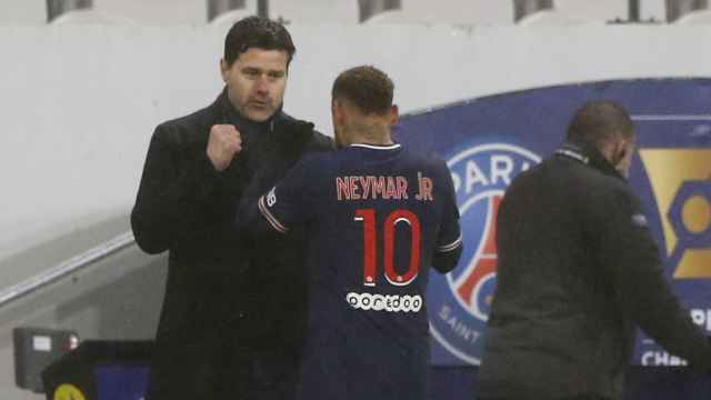 Pochettino y Neymar durante el partido del PSG