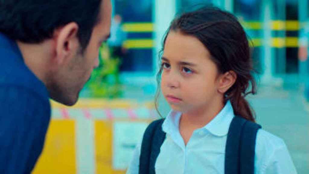 La vida de Demir cambia con la aparición de su hija.