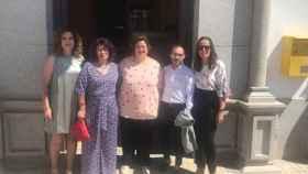 La alcaldesa del PSOE de Torrecampo, Francisca Alamillo, en el centro en una  imagen de archivo.