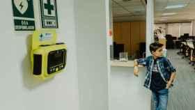 Iamgen del dispositivo AllergoCase, una funda inteligente con dos autoinyectores de adrenalina.