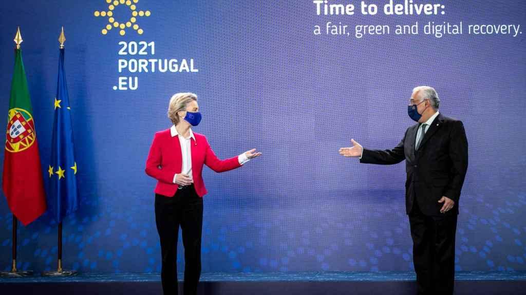La presidenta de la Comisión, Ursula von der Leyen, y el primer ministro portugués, António Costa, este viernes en Lisboa