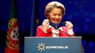 La UE prepara un certificado de vacunación europeo para recuperar la movilidad