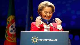 La presidenta de la Comisión, Ursula von der Leyen, durante su rueda de prensa este viernes en Lisboa