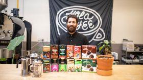 Los 12 cafés -6 naturales y 6 mezcla- analizados por Nolo Botana, maestro tostador de 'Hola Coffee'.