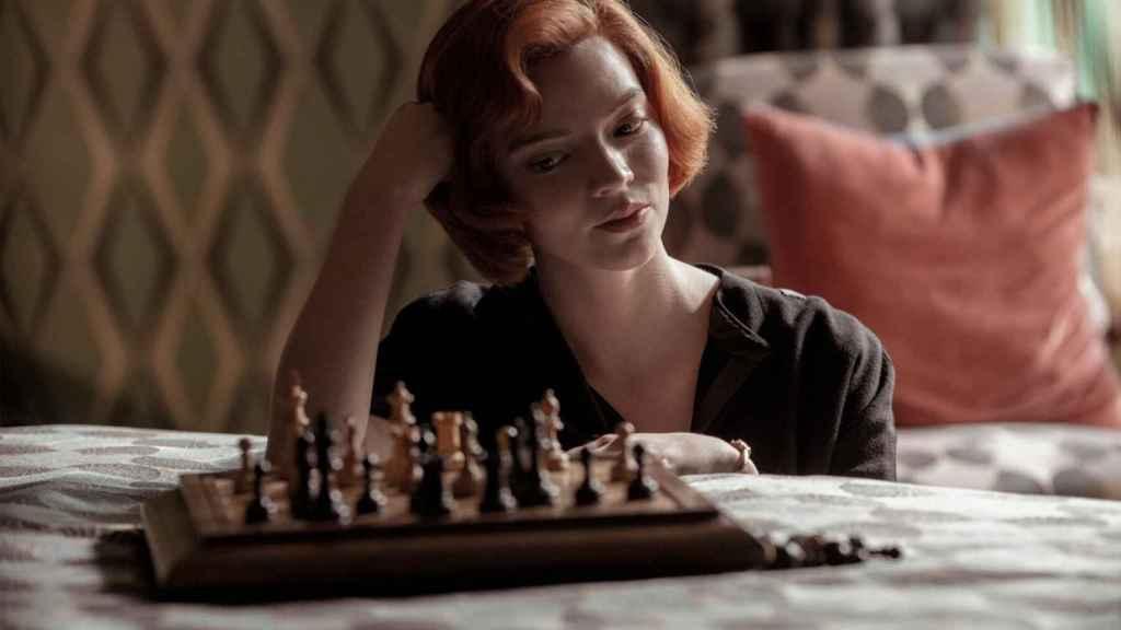 Anna Taylor-Joy en 'Gambito de dama', una serie de Netflix.