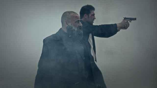 Eduard Fernández y Miguel Ángel Silvestre en el último episodio de '30 Monedas'.