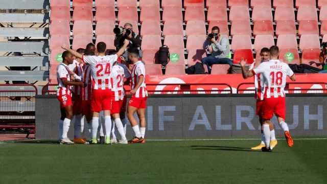 Los jugadores del Almería celebran un gol ante el Alavés