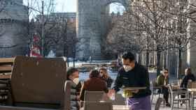 Una terraza en la Plaza de Santa Teresa de Ávila este viernes.
